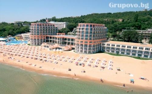 1 - 15 Септември Ultra All Inclusive на Първа Линия с Шезлонг и Чадър на Плажа в Азалия Хотел &amp; Spa****, К.к. <em>Св.Св. Константин и Елена</em>