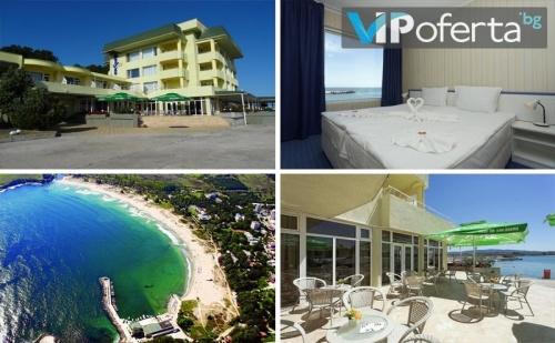 Еднодневен Пакет със Закуска и Вечеря през Цялото Лято + Безплатен Шезлонг и Чадър на Плажа в Хотел Марина***, Китен