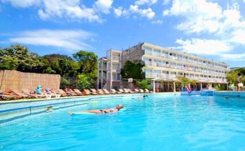 Юли и Август в Златни Пясъци! Нощувка на База All Inclusive + Басейн само за 45 лв. в Хотел Дана Парк
