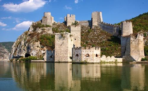 Вижте Римските Крепости на Дунав! Екскурзия до Голубац, Сърбия! Нощувка със Закуска + Транспорт