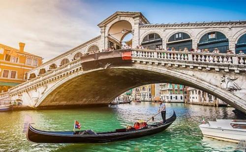 Екскурзия до <em>Загреб</em>, Верона, Венеция и Шопинг в Милано! Транспорт + 3 Нощувки със Закуски от Караджъ Турс