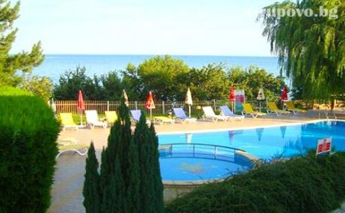 Лято на 50М. от Плажа. Нощувка със Закуска + Басейн в Хотел Рай, Между Балчик и <em>Каварна</em>