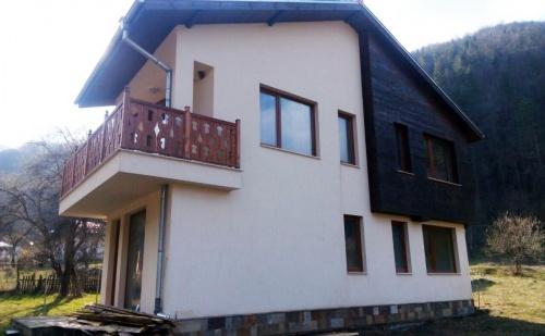 Нощувка за 6+3 Човека Край <em>Рибарица</em>! Къща за Гости Болетус с Озеленен Двор и Още Удобства!