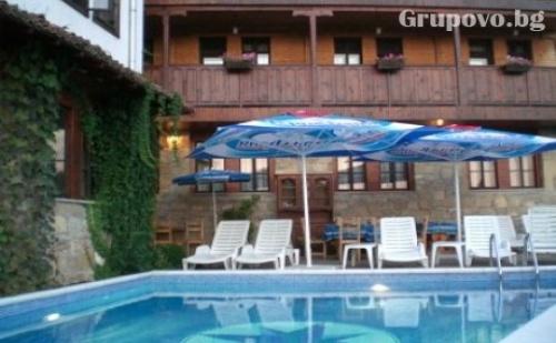 Нощувка със Закуска и Вечеря + Външен Басейн в Хотел Перла, <em>Арбанаси</em>