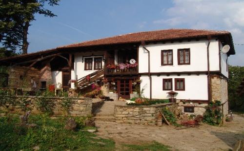 Нощувка за 13 Човека Край <em>Габрово</em> в Къща за Гости Балканджийска Къща с Басейн, Конюшна, Барбекю и Още Екстри - с. Живко