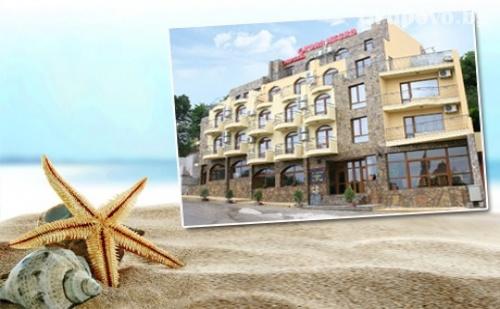 Юли и Август в К.к. <em>Чайка</em> до Златни Пясъци! Нощувка със Закуска и Вечеря в Хотел Торо Негро***