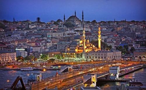 Златна Есен с Екскурзия до Истанбул! Транспорт + 3 Нощувки със Закуски и Възможност за Посещение на Най-Новите Атракции Watergardens Istanbul и Via Port Venezia от Еко Тур Къмпани