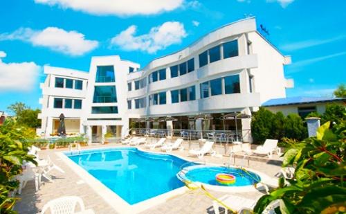 Цяло Лято в <em>Лозенец</em> на Топ Цени! Нощувка със Закуска + Басейн в Хотел Ариана. Дете до 12Г. Безплатно за Пакета!