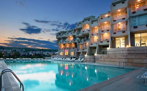 Лято в <em>Сандански</em>. Нощувка със Закуска + Басейн, Шезлонг и Чадър в Хотел Панорама!