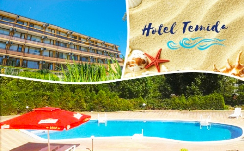 Лято в К.к. <em>Чайка</em> - Златни Пясъци! Нощувка със Закуска и Вечеря + Басейн в Хотел Темида
