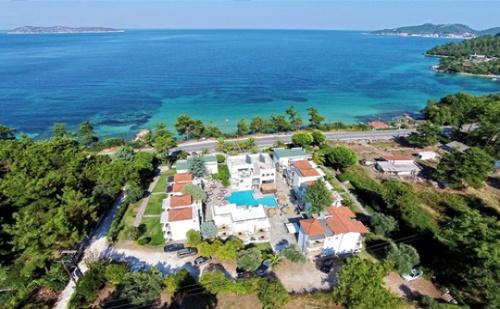 Септември на Първа Линия на о. в <em>Тасос</em>! Басейн + Нощувка със Закуска и Изглед Море в Хотел Esperides***