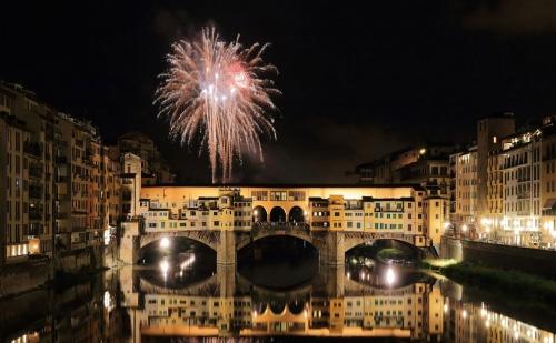 Нова Година в Италия! Програмата Включва Празнична Вечеря, 6 Нощувки със Закуски в Хотели 3* в Тоскана и Венеция, Транспорт с Луксозен Автобус и Екскурзоводско Обслужване.  ...