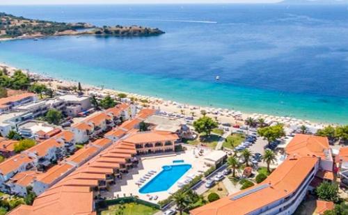 Късно Лято на Първа Линия в Торони,халкидики! Нощувка, Закуска, Обяд и Вечеря + Басейн в Toroni Blue Sea Hotel & Spa****, Гърция!