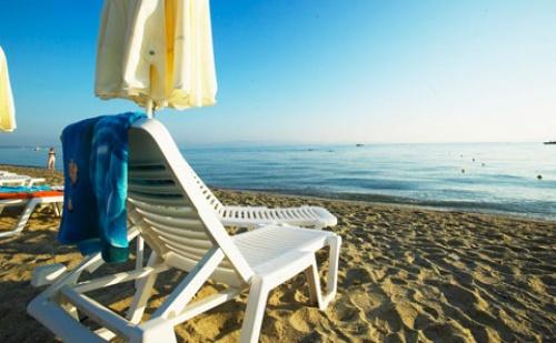 През Септември: 5 Нощувки със Закуски и Вечери в Hanioti Grandotel 4*, Халкидики, Гърция!