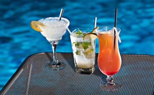 През Септември: 3 Нощувки със Закуски и Вечери в Хотел Kronos 3*, Олимпийска Ривиера, Гърция!