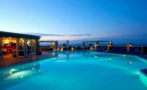 През Септември: 3 Нощувки със Закуски и Вечери в Хотел Daphne Holiday Club 3*, Халкидики, Гърция!