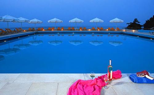 През Септември: 5 нощувки със закуски и вечери в Makryammos Bungalows 4*, о.Тасос, Гърция!