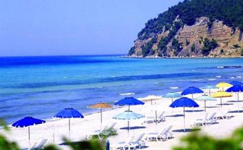 Last Minute: 5 Нощувки със Закуски и Вечери в Хотел Simantro Beach 5*, Халкидики, Гърция през Август и Септември!
