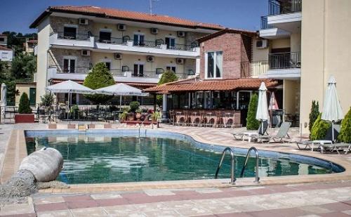 През Септември: 3 Нощувки със Закуски и Вечери в Ilios Hotel 3*, Халкидики, Гърция!