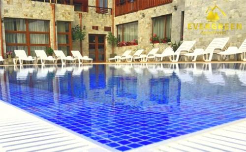 Нощувка със закуска + външен, вътрешен басейн и релакс зона в хотел Евъргрийн, Банско