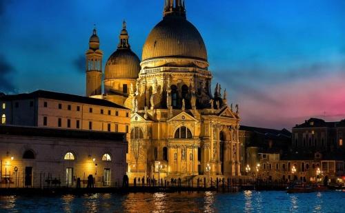 Коледни Празници в Рим, <em>Венеция</em>, Флоренция! Програма със 7 Нощувки в Хотели 3* със Закуска и 3 Вечери Включително Празнична Коледна Вечеря, Летищни Такси и Екскурзоводски  ...