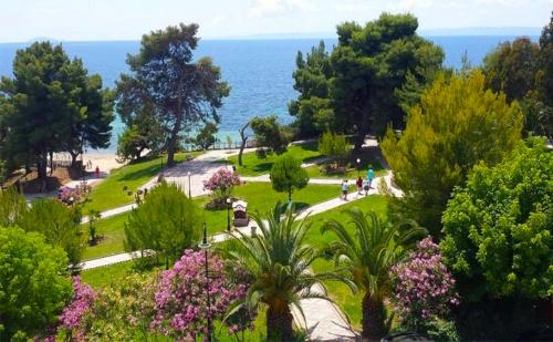 Шок Цена за Море в Гърция през Септември на 30М. от Плажа. Три All Inclusive Нощувки + Басейн, Шезлонг и Чадър в Golden Beach Metamorfosi 3*, <em>Халкидики</em>