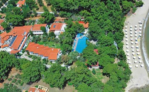 3 Нощувки със Закуски и Вечери в Porfi Beach Hotel 3*, <em>Халкидики</em>, Гърция през Септември и Октомври!