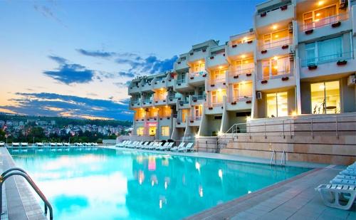 Есен в <em>Сандански</em>. Нощувка със Закуска + Басейн и Сауна в Хотел Панорама!