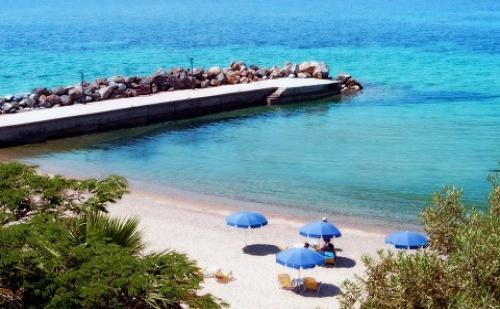 Last Minute: 3 Нощувки със Закуски и Вечери в Хотел Loutra Beach 3*, <em>Халкидики</em>, Гърция през Септември!
