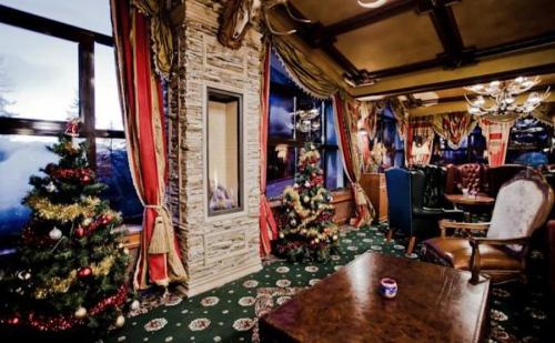 Пакет от 5 Нощувки на човек за Нова Година в Хотел Пампорово! Цената Включва Закуски и Вечери, Празнична Новогодишна Вечеря на 31 Декември, Гост Изпълнител, Ползване на  ...