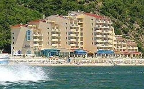 На Плажа в <em>Елените</em> Лято 2018, All Inclusive След 31.08 с Безплатен Плаж в Хотел Роял Бей