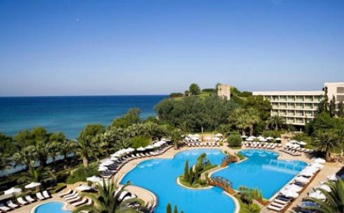 Ранни Резервации: 5 Нощувки със Закуски и Вечери в Sani Beach Hotel &amp; Spa 5*, <em>Халкидики</em>, Гърция през Май!