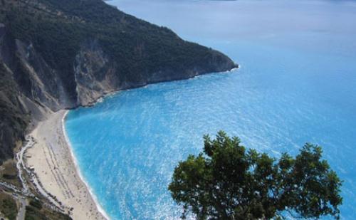 Нова Година в Гърция: 3 Нощувки със Закуски и Вечери + Гала Вечеря в Хотел Mediterranean Resort 4*, Олимпийска Ривиера!