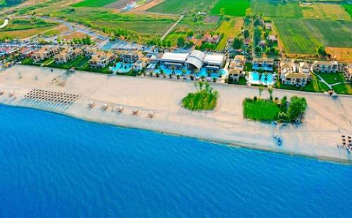 Нова Година в Гърция: 3 Нощувки със Закуски и Вечери + Гала Вечеря в Хотел Sentido Mediterranean Village 5*, Олимпийска Ривиера!