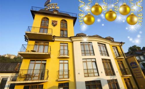 Празнувайте Коледа във Велико Търново. 2 или 3 Нощувки със Закуски и Празнични Вечери + Релакс Пакет в Хотел Премиер 4*