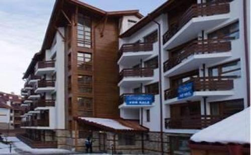 Нова Година със Ски в <em>Банско</em>, 3 Дни за Двама в Апартамент с Ползване на Басейн в Апарт-Хотел Белмонт