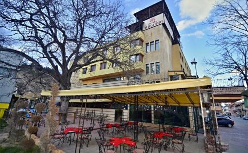 Spa Почивка с Минерална Вода във Велинград. Нощувка, Закуска и Вечеря + Басейн, Джакузи, Сауни и Парна Баня в Хотел България