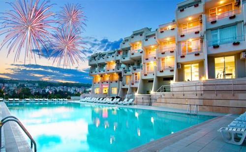 Топ Цена за Нова Година в <em>Сандански</em>. 2 или 3 Нощувки със Закуски + Новогодишна Вечеря с Музикална Програма в Хотел Панорама