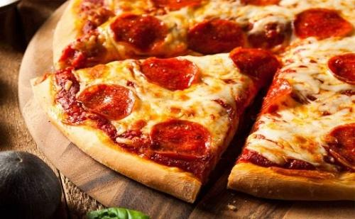 Малка или Голяма Пица + Безалкохолно само от Пицария Айнщайн на Ул. Пиротска 5