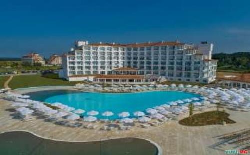 Супер Оферта за Нов Хотел на <em>Обзор</em>, All Inclusive до 03.07 с Безплатен Плаж от Сънрайз Блу Меджик Резорт