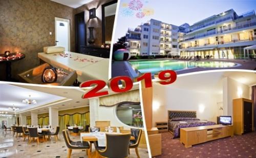 Нова Година в <em>Поморие</em>! 3 или 4 Нощувки на човек със Закуски и Вечери, Едната Празнична с Dj и Програма в Хотел Инкогнито