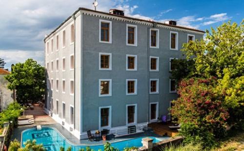 Ранни Записвания: 3 Нощувки със Закуски в Хотел A For Art 4*, о.<em>Тасос</em>, Гърция през Май!