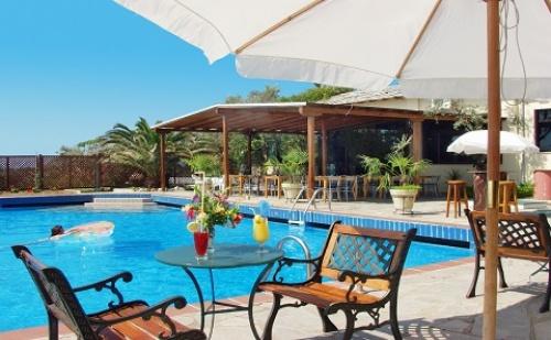 Ранни Записвания: 3 Нощувки със Закуски и Вечери в Хотел Aeria 3*, о.<em>Тасос</em>, Гърция през Май!