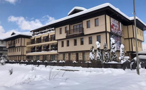 На Ски в Банско през Януари! Нощувка със Закуска и Вечеря* + Сауна, Парна Баня и Джакузи в Хотел Хермес!