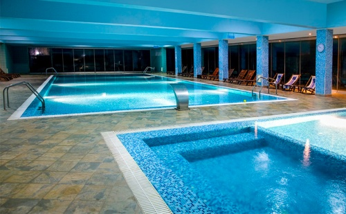 Зимна Спа Почивка с Минерална Вода във Велинград! Нощувка със Закуска и Вечеря + Релакс Зона и Минерален Басейн в Хотел Селект!