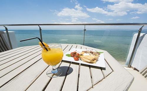 Свети Валентин в Гърция: 2 Нощувки със Закуски в Хотел Golden Star City Resort 4*, Переа, <em>Солун</em>!