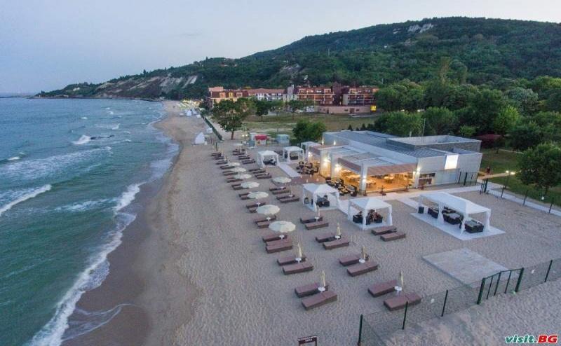 Ново Лятна Почивка 2019 с Включен Чадър и Шезлонг на Плажа, All Inclusive След 22.08 от Хотел Алгара Бийч, Кранево