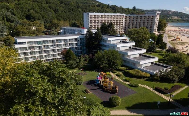 Първа Линия в Албена Лято 2019, All Inclusive с Чадъри и Шезлонги на Плажа до 21.06 в Хотел Калиакра Маре