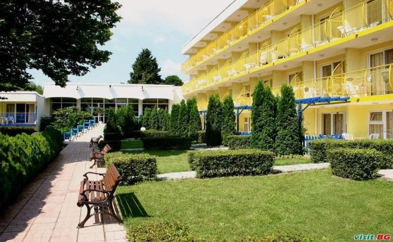 Изгодна Почивка в Албена, All Inclusive с Безплатен Чадър и Шезлонг до 08.07 в Комплекс Орхидея