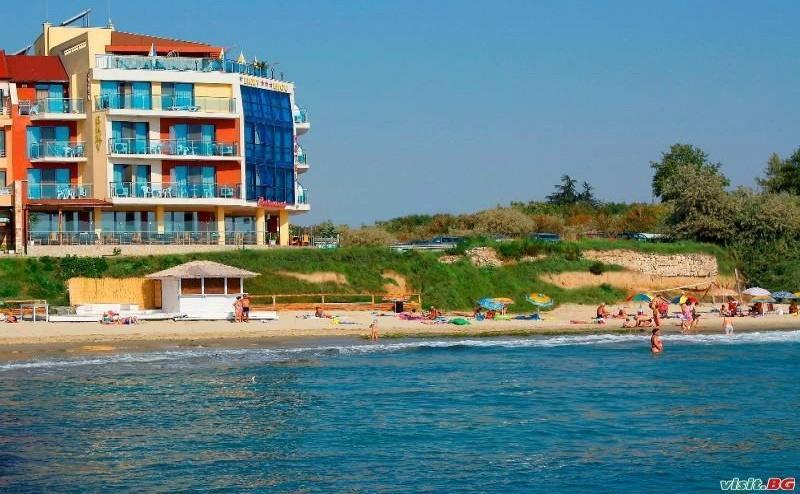 На Първа Линия в <em>Равда</em> Лято 2019, до 10.07 със Закуски и Вечери от Хотел Бижу
